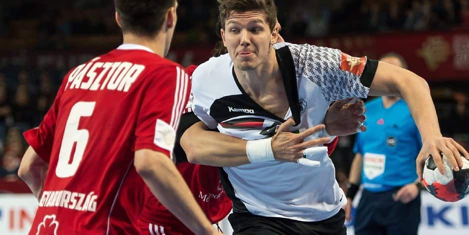 Christian Dissinger (r.) and Akos Paszto (l.) in Aktion bei der Handball EM 2016 in Wroclaw.